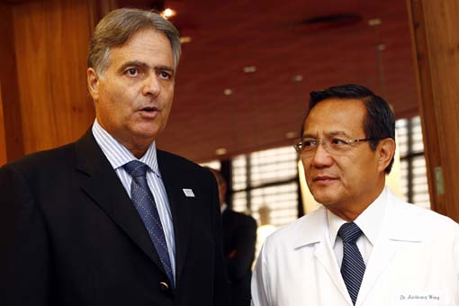 Raul Pinho e Dr. Anthony Wong