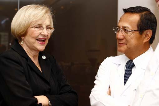 Dra. Zilda Arns e Dr. Anthony Wong