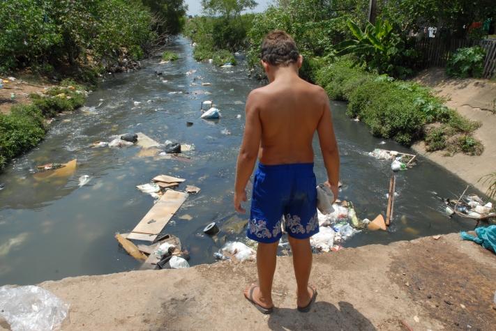 Falta de saneamento afeta rendimento nos estudos e no trabalho
