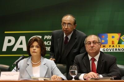 A ministra da Casa Civil, Dilma Rousseff, o ministro das Cidades, Marcio Fortes, e o ministro do Planejamento, Paulo Bernardo, durante apresentação do sétimo balanço do Programa de Aceleração do Crescimento (PAC). Foto: Rodrigo Nunes/MCidades